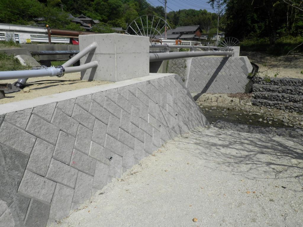 農業集落排水事業 花垣地区水管橋下部工事