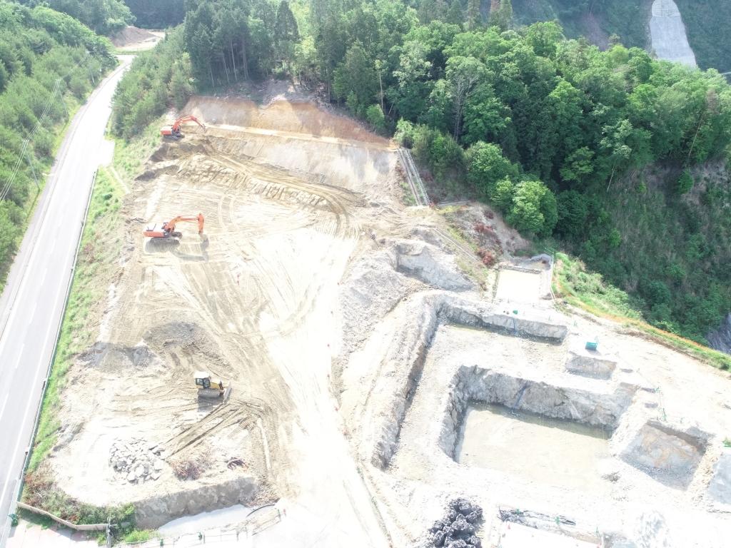 川上ダム右岸天端造成工事